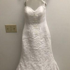 Stunning Oleg Cassini Beaded Lace wedding Dress.